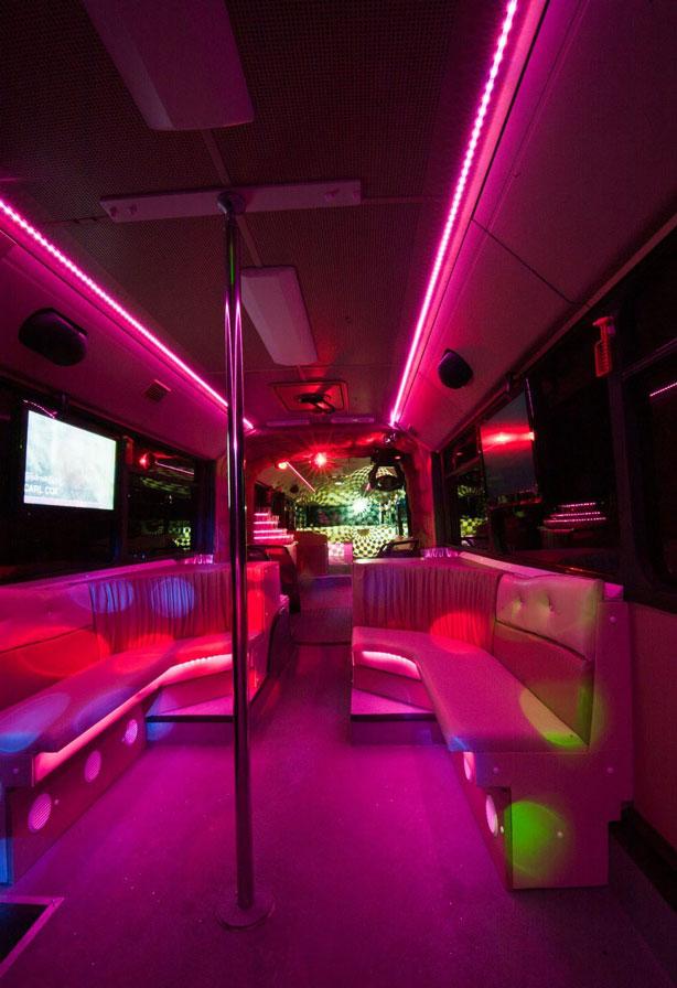 20-50 fős mercedes partybusz táncrúd