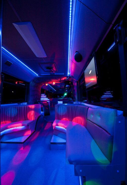 20-50 fős mercedes partybusz tánctér