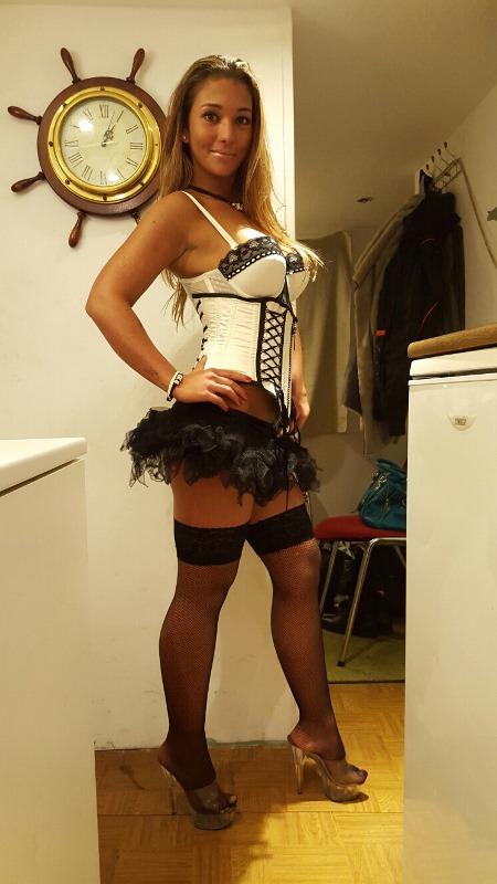 Bianka sztriptíz táncoslány képei